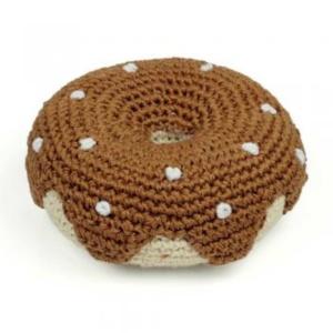 Das Kauspielzeug in Donut-Form hat eine Oberschicht aus organischer Baumwolle